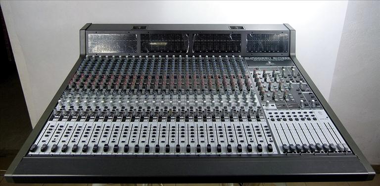 Behringer Eurodesk SX4882 Mixer Console