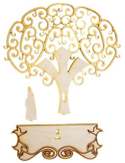 Drevený vešiak stromu. Šperky