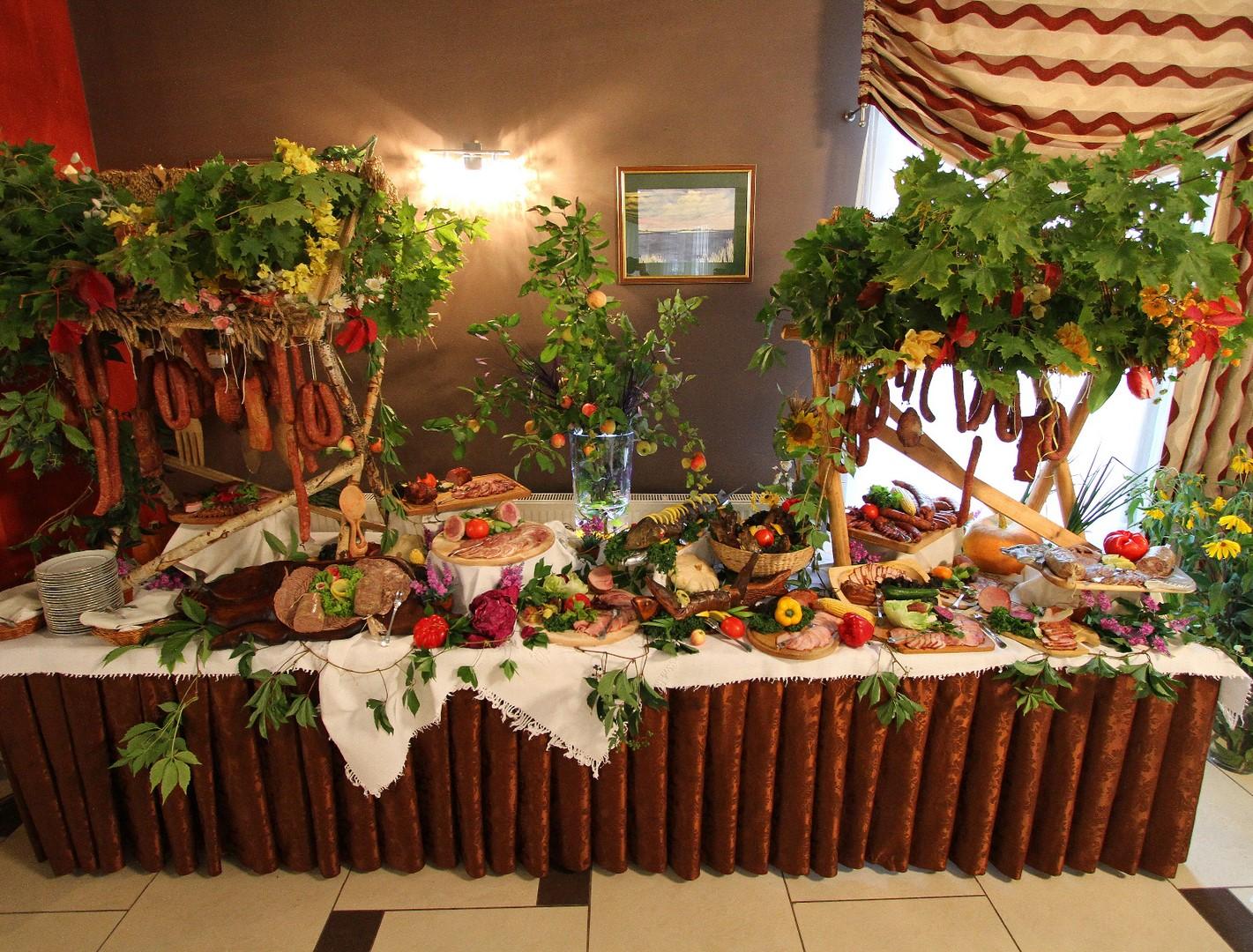 Eco Súpravy, rustikálny svadobný stôl 15 kg, 150 ľudí.