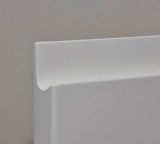 Biela lesklá lakovaná predná časť, cena za rukoväť za m / 2