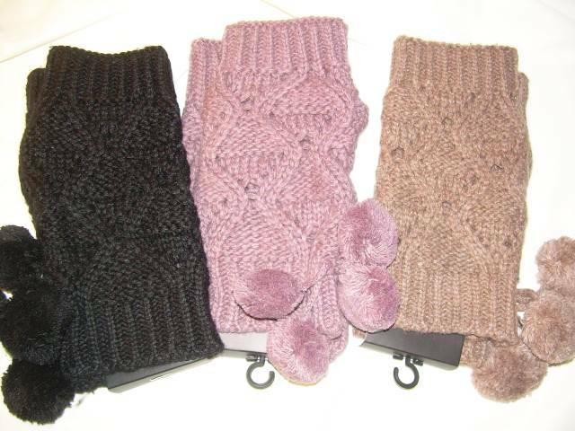 Ciepłe rękawiczki mitenki czarne brązowe pompony