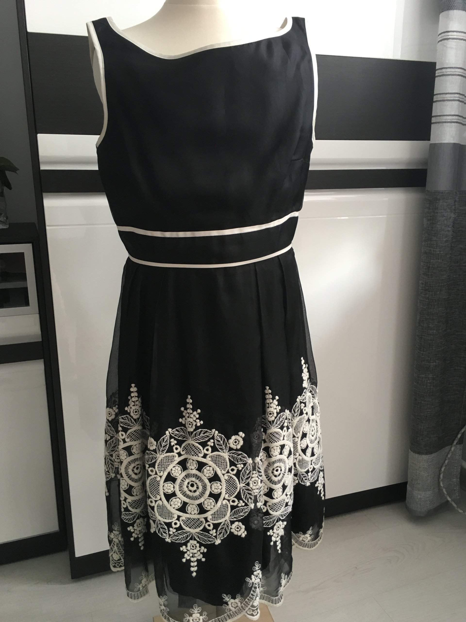 457f038f61 Sukienka SIMPLE roz 38 - 7223947191 - oficjalne archiwum allegro