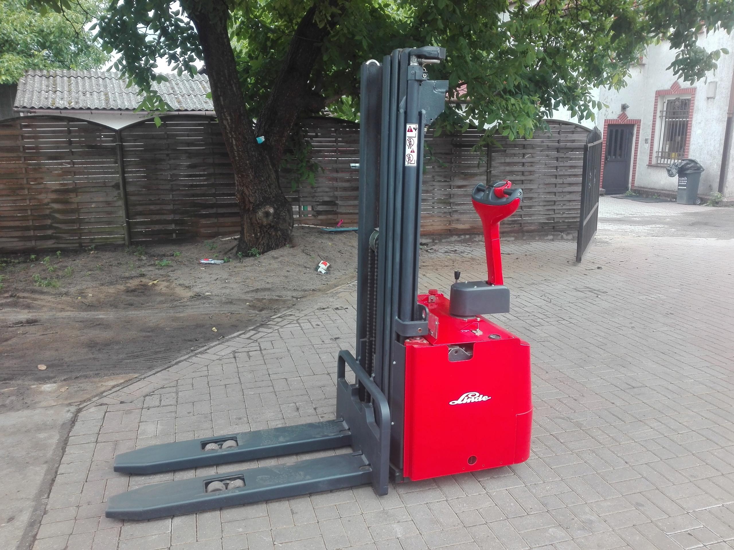 Super Paleciak wózek elektryczny z masztem LINDE L14 - 7451666027 FZ14
