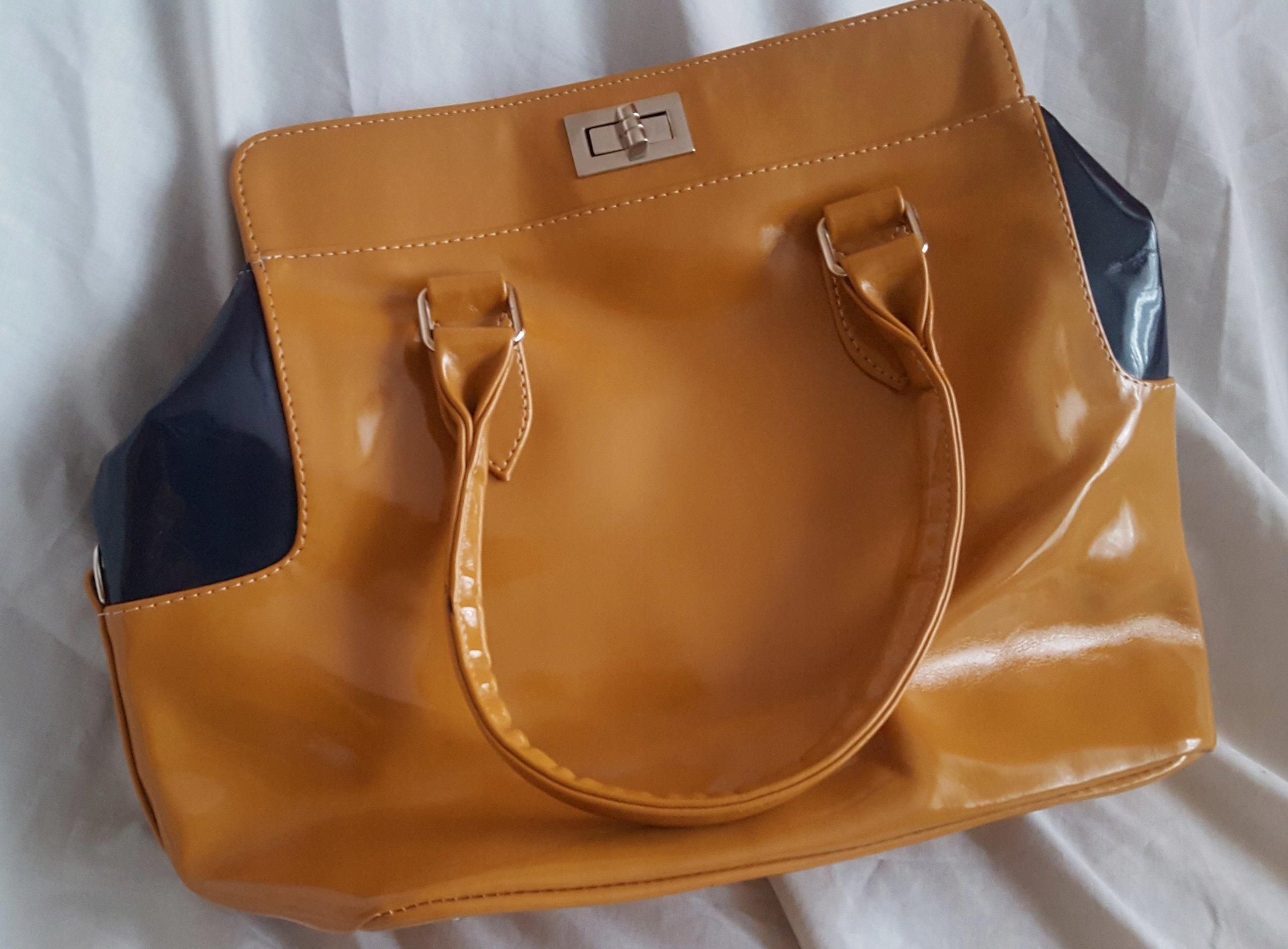 d6e1837104f9e Śliczna lakierowana torebka do ręki - 7374145582 - oficjalne ...