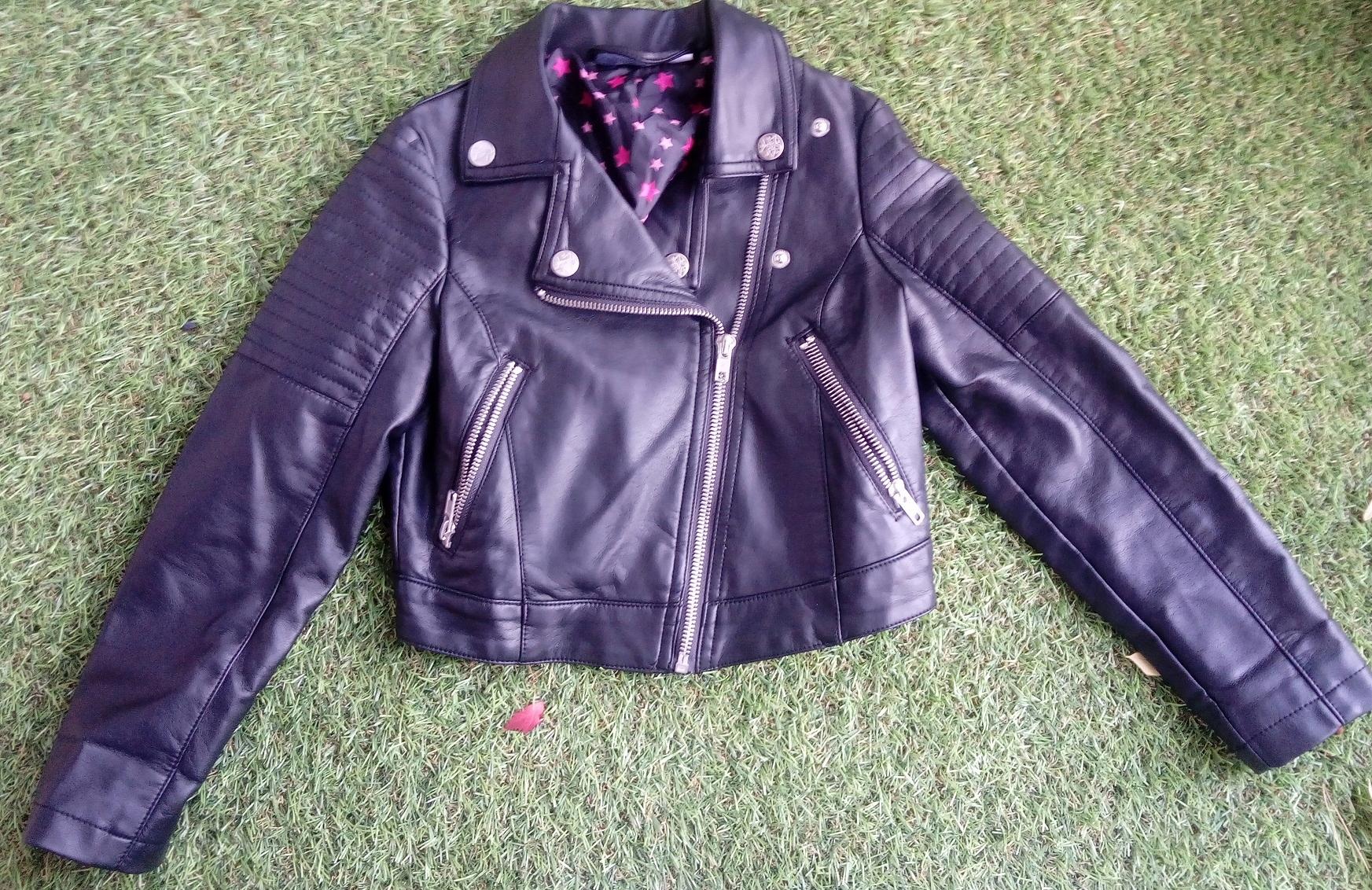 Skórzana czarna kurtka dla dziewczynki rozmiar 128