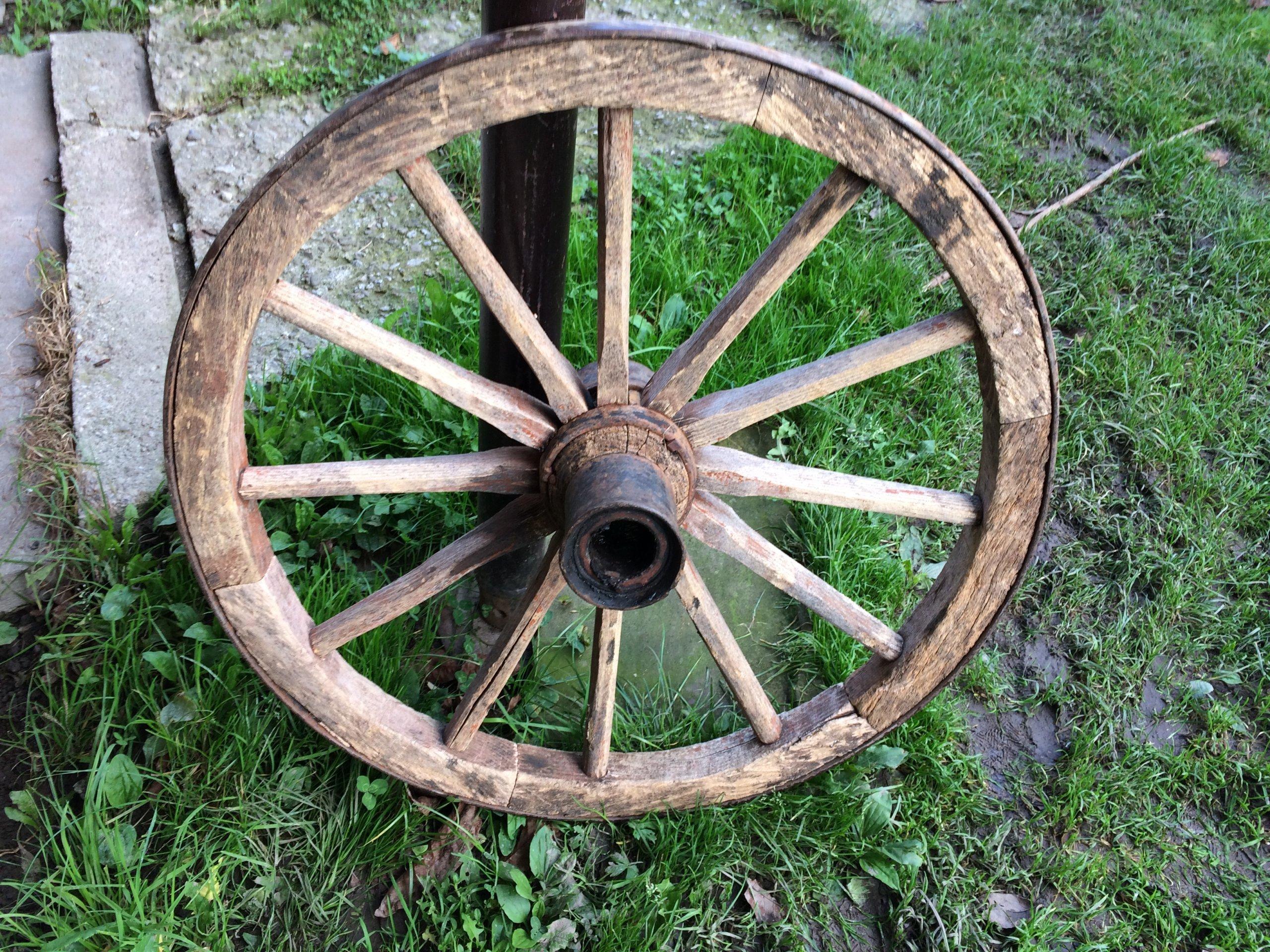 Stare koło drewniane