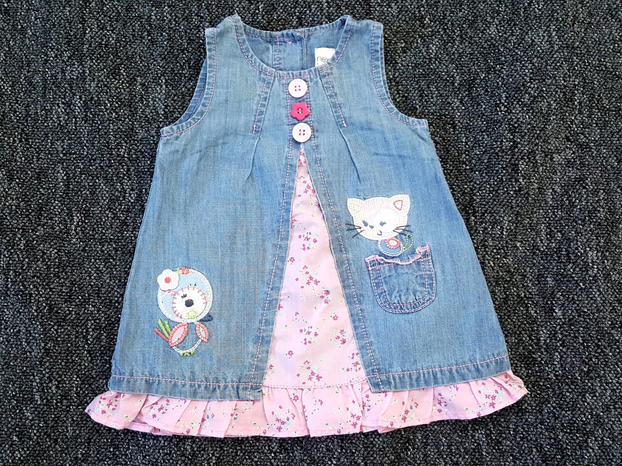 5bf847ed Next jeansowa sukienka z różowym kotkiem 3-6 m 68