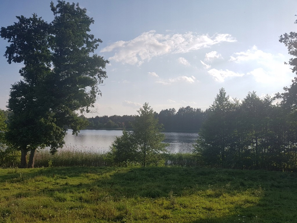 Działka nad jeziorem z własnym brzegiem