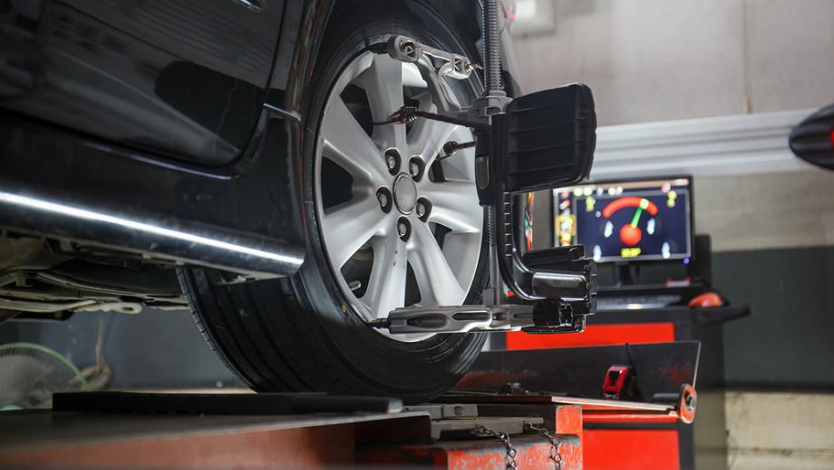 Регулировка углов установки колес - что это, сколько стоит и почему так важно?