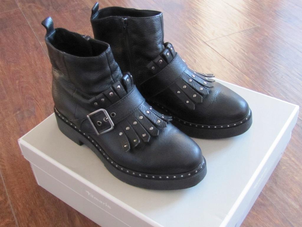 Czarne ocieplane buty Tamaris, cena, ok. 319 zł ŚNIEGOWCE