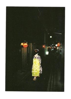 Открытка - Токио ночью / красное фонари и гейша