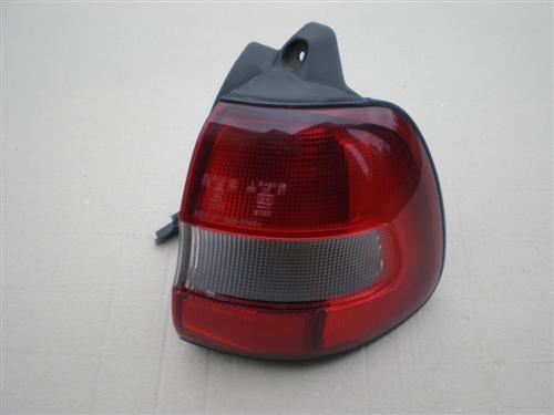 SUZUKI BALENO LIFT COMBI 1999 2000 2001 lampa tył