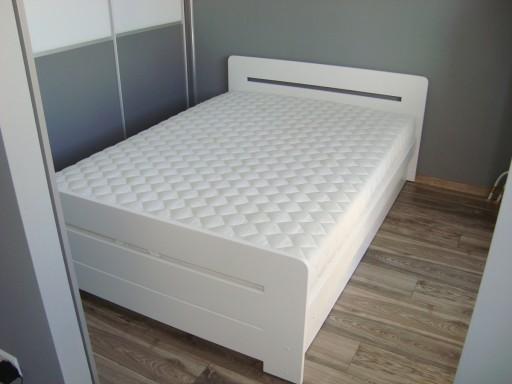łóżko Drewniane Białe Z Pojemnikiem Proste 140x200